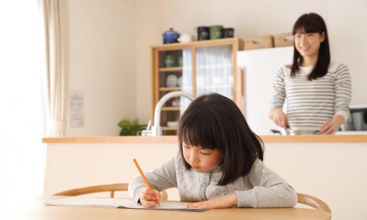 子育てしやすい家づくり☆受験に勝つ子どもはリビングで勉強している!